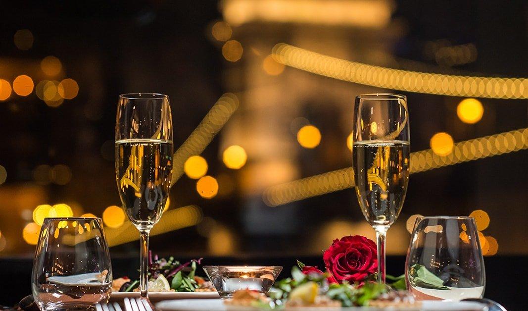 Budapesti újévi program - Abendessen Schifffahrt und Klavier Kampf anzeigen